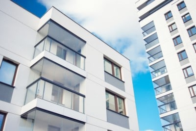 Balkonginnglassing på balkonger i 2 bygninger
