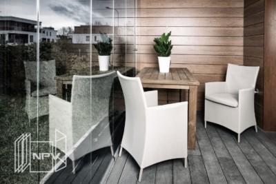 Høy innglassing med glass fra gulv til tak, kan enkelt foldes og skyves